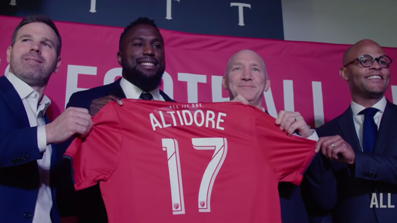 Jozy Altidore signs contract
