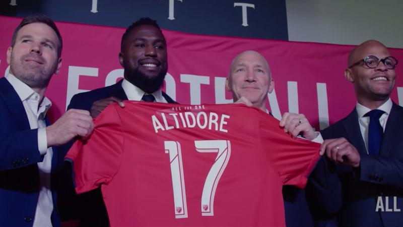 Jozy Altidore signs contract