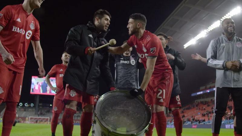 Alejandro Pozuelo celebrates post match